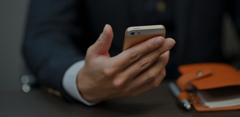 スマートフォンを利用するイメージ